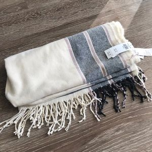 Abercrombie and Fitch Scarf NWT